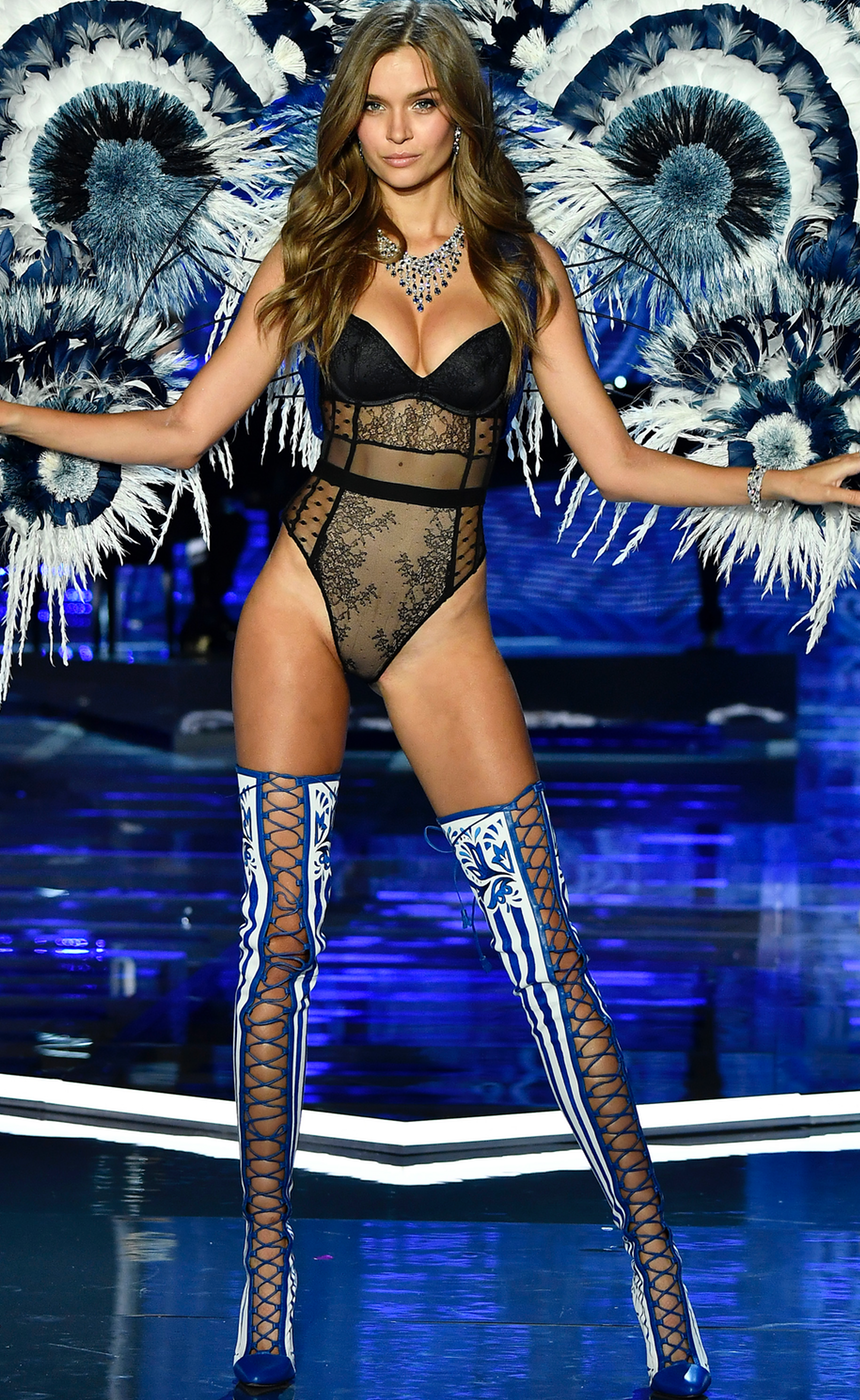 JOSEPHINE SKRIVER  2017 VICTORIA SECRET FASHION SHOW