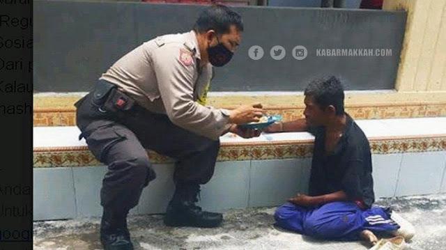 Kisah Inspiratif Bripka Sodik, Telaten Suapi Gelandangan yang Kelaparan di Pinggir Jalanan