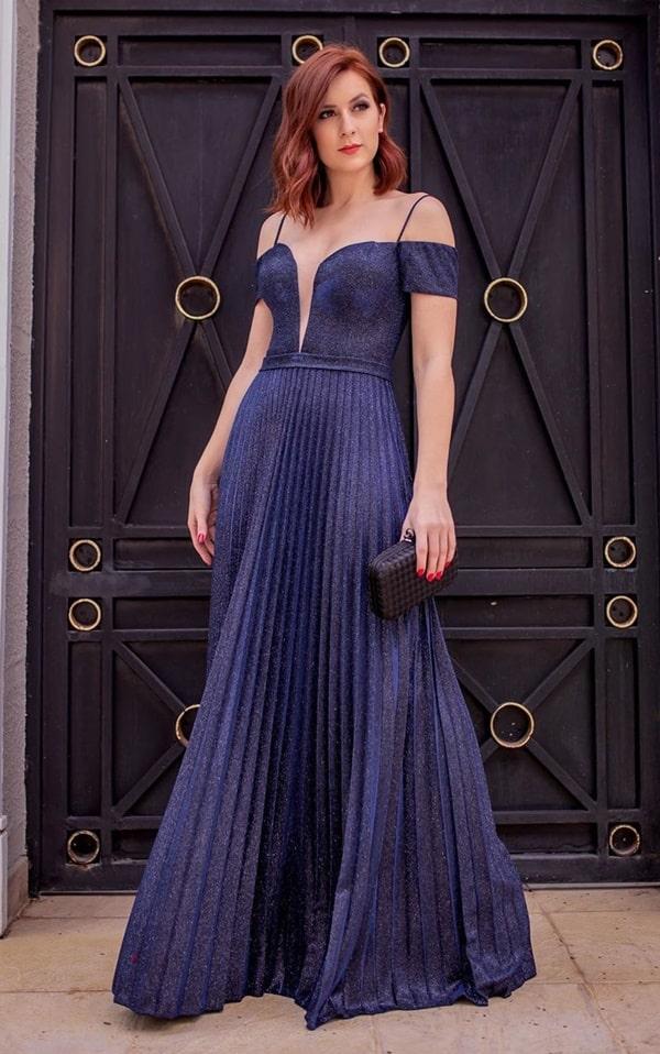 vestido longo azul marinho plissado com mangas curtas