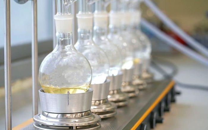Extracción de aceites esenciales en laboratorio
