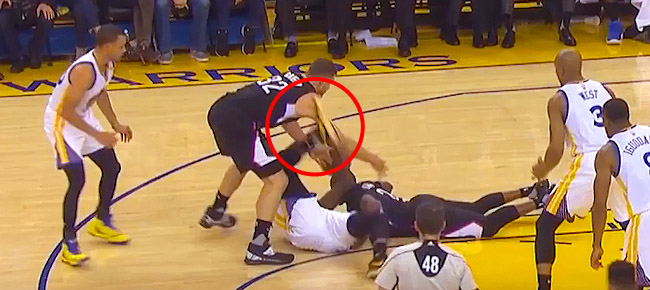 Draymond Green Kicks Blake Griffin - Intentional or Not? (VIDEO)