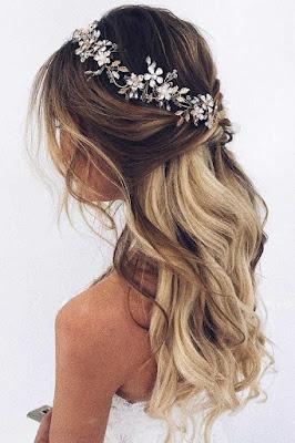 peinado de novia con tocado de flores cabello largo