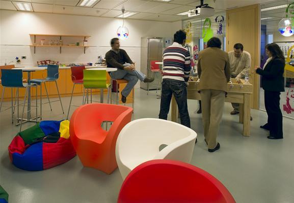 Hogares frescos oficinas de google en toda europa for Juego de golf para oficina