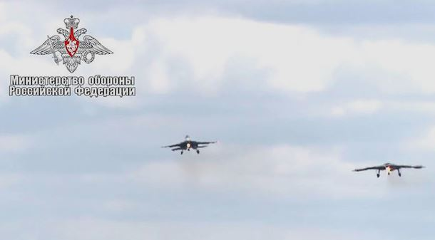 "Defense Ministry shows the flight of the drone ""Hunter"" paired with a fighter"