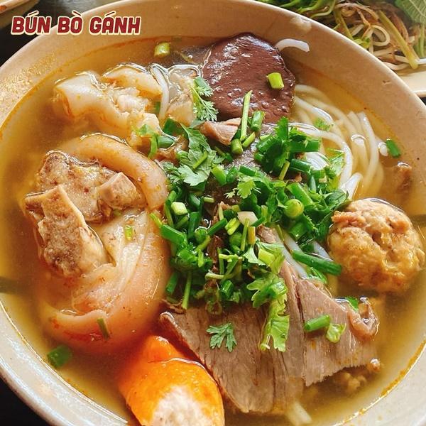 Bún Bò Giò Gân Chả (Tôm Cua) -  Beef, Tendon, Shrimp Balls (Crab Balls)