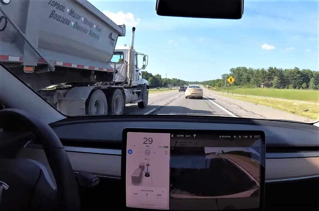Watch Tesla Model 3 Autopilot 15 miles trip with no Interventions