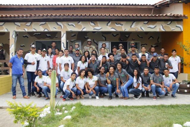 Estudantes da escola Mãe Jovina visitam a sede da Cipe Chapada
