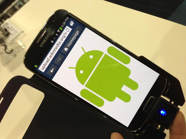 خطير : خلل في نظام تشغيل Android يسمح للمخترقين التجسس عليك من كاميرا هاتفك.