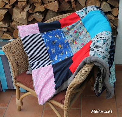 selbstgenähte Decke aus Resten von malamü