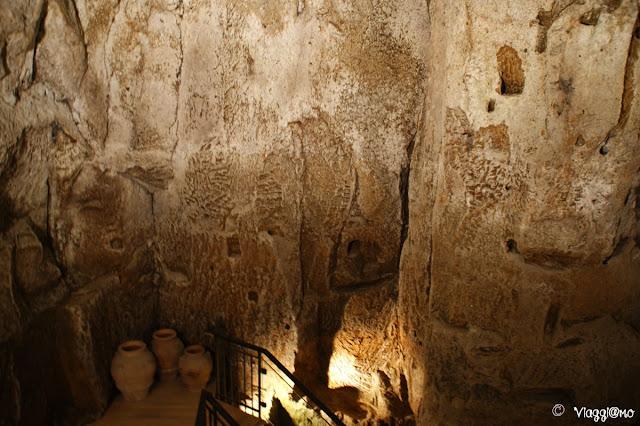 Una delle stanze del complesso ipogeo del Pozzo della Cava