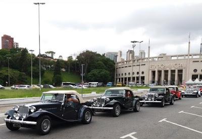 Os MPs largam do Pacaembu em direção à Itapecerica da Serra.