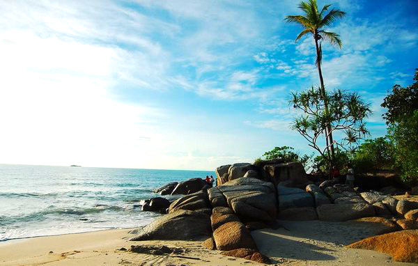 Gambar Pantai Pasir Padi Di Bangka Belitung