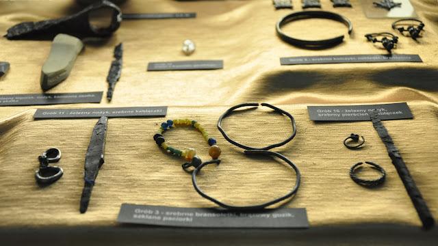 Muzeum Ziemi Przemyskiej - ekspozycja artefaktów wczesnośredniowiecznych