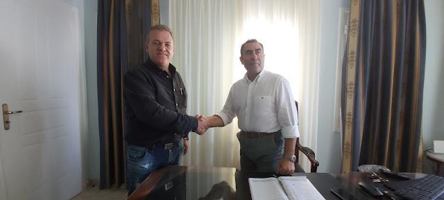 Μια εξαιρετικά ενδιαφέρουσα συνάντηση με τον Διεθνούς φήμης Σεφ Στέλιο Ιωαννίδη είχε ο Δήμαρχος Πάργας Νίκος Ζαχαριάς όπου και αντάλλαξαν απόψεις σχετικά με την προώθηση εναλλακτικών μορφών τουρισμού σε συνδυασμό με την τοπική γαστρονομία και τα τοπικά προϊόντα.