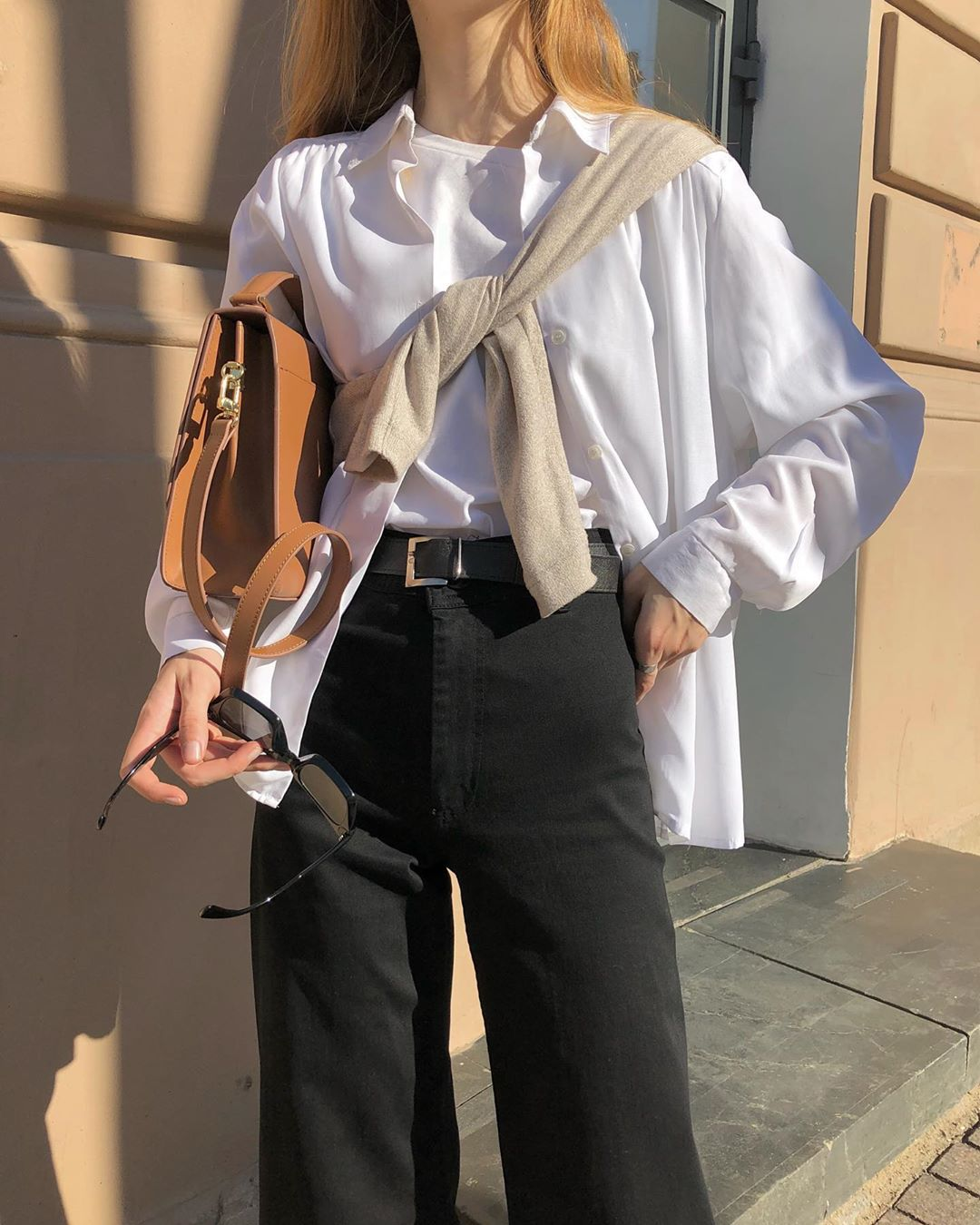 Layered Fall Outfit Inspiration — @lespgdn In Tied Over The Shoulder Sweater, White Button-Down Shirt, Black Jeans, Tan Bag