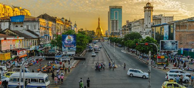 Atardecer en la ciudad de Yangon, en Myanmar.Unsplash/Alexander Schimmeck