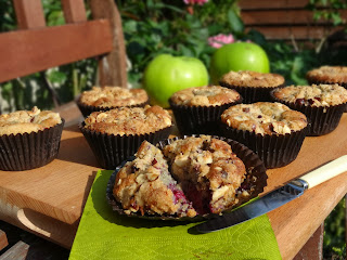 Blackberry & Apple Crumble Cakes