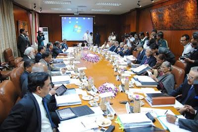 बैंक ऑफ पोलमपुर' की बोर्ड मीटिंग