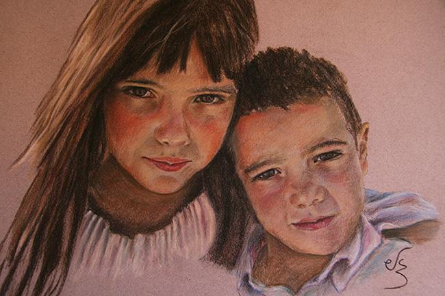Retrato de dos niños abrazados