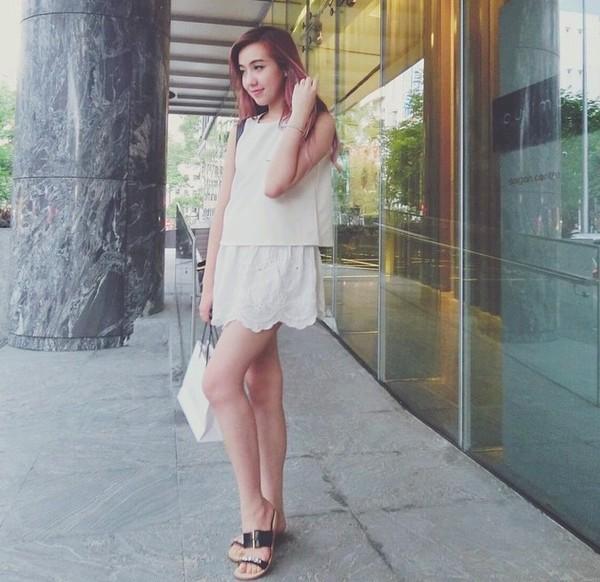 Xem mỹ nữ việt chọn giày Sneaker đế cao bắt cặp hoàn hảo cùng váy h8è