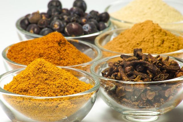 El curry brinda el tinte exótico a la receta