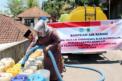 Atasi Kekeringan, PMI dan TP PKK Distribusikan Air Bersih