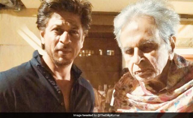 95 वर्षीय दिलीप कुमार की खैरियत लेने पहुंचे शाहरुख खान