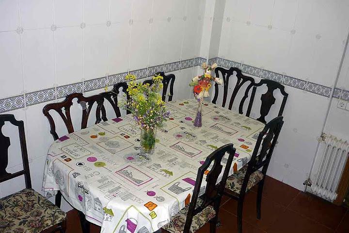 Comedor con televisión. Anexo a la cocina, muy confortable y tranquilo. Alquiler habitación en Parque de Lisboa. Alcorcón (Madrid)
