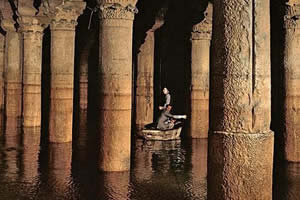 Bond in the Basilica Cistern