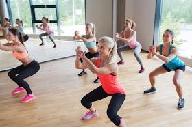 不傷膝蓋的輕深蹲運動,提高代謝輕鬆瘦下半身