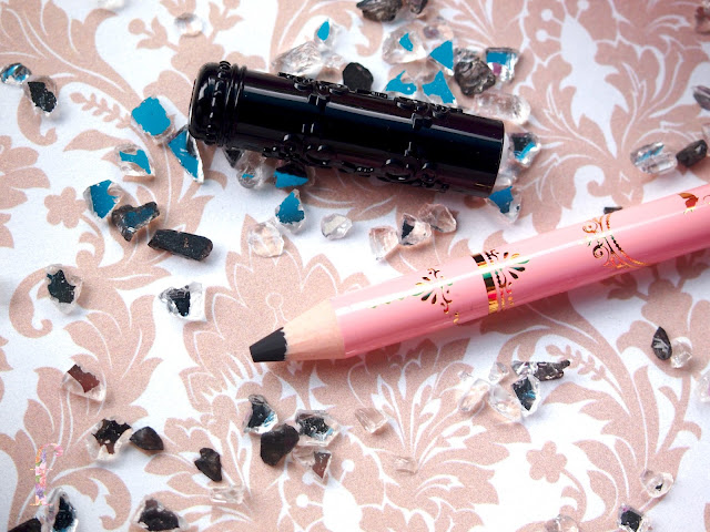 DOLLY WINK WATERPROOF LIQUID EYELINER DEEP BLACK AND PENCIL EYELINER BLACK are very soft texture that doesnt hurt when I apply it. Infact, it is very easy to apply, dries quickly, soft texture, smudge proof and water proof. The price is also affordable for the quality you get. Best eyeliner for oily eyelids