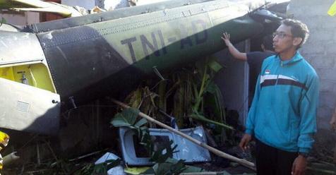Helikopter TNI Jatuh Timpa 2 Rumah Warga Di Sleman