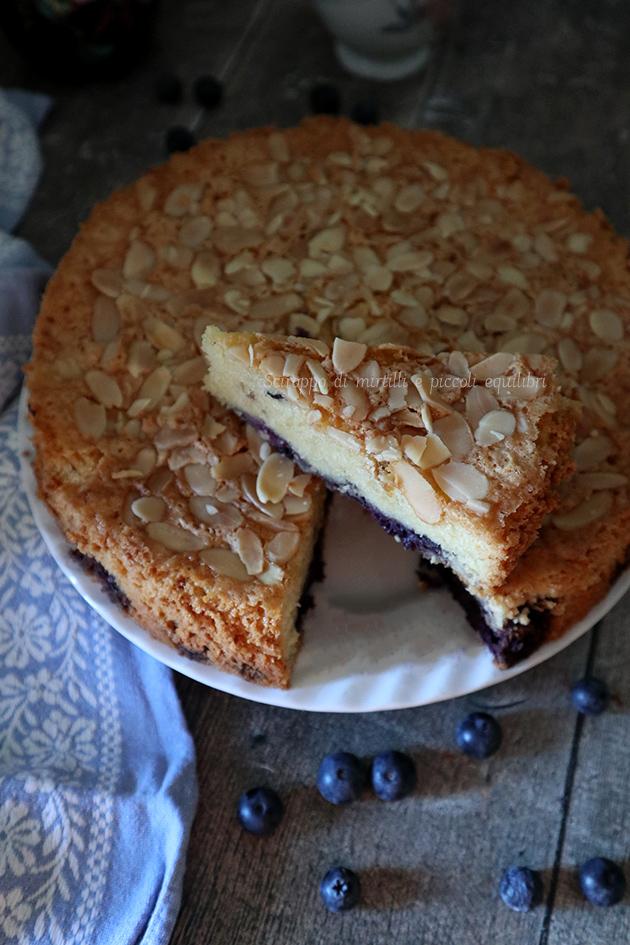 Torta cocco, mandorle e mirtilli
