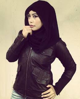 Gambar Jaket Kulit Wanita Muslimah