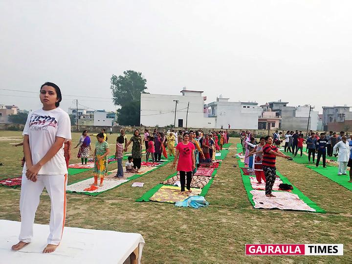 पतंजलि योग समिति ने जिले भर में 20 केन्द्रों पर कराया योग