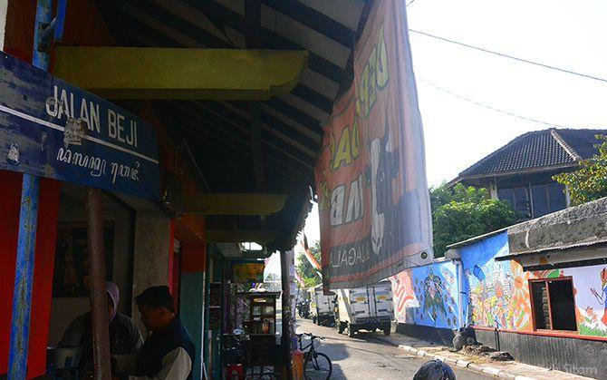 Plang petunjuk arah Jalan Beji, Pakualaman