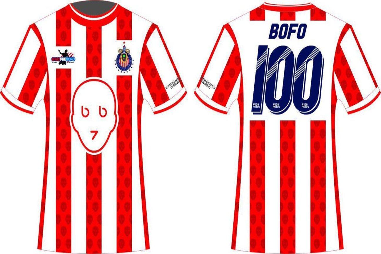 'Bofo' presumió la camiseta que será utilizada por él y por sus compañeros de equipo.