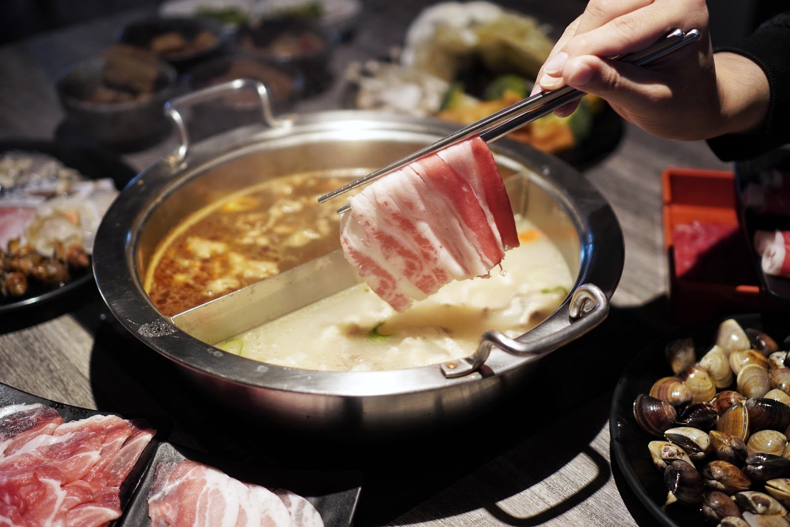 台南美食【XM麻辣鍋德安店】豬肉