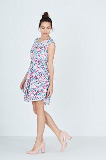 http://www.riverside.es/es/vestidos-216/capucha-vestido