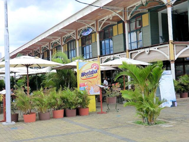 Mauritius, Port Louis, Restaurant in den alten Markthallen (C) JUREBU