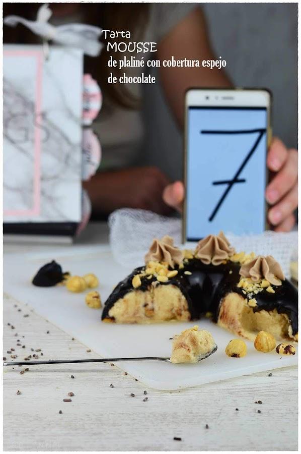 Tarta mousse de praliné con cobertura espejo de chocolate