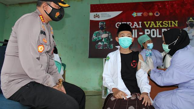 Untuk Menekan Penyebaran Cluster Baru, Polresta Pekanbaru Bangun Gerai Vaksin di Pondok Pesantren Nurul Huda