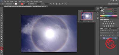 1. Langkah pertama untuk membuat simbol panah di Photoshop, silakan kalian buka aplikasi Photoshop nya lalu ubah Rectangle Tool menjadi Custom Shape Tool, dengan cara menekan lama