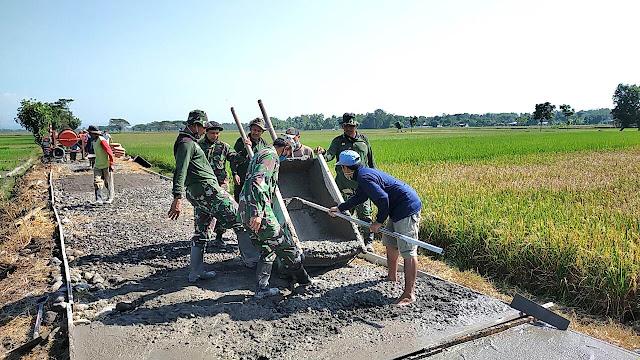 Bangun Jalan Desa Sawahan TNI Harap Warga Makin Sejahtera