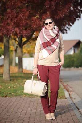 http://seaofteal.blogspot.de/2015/10/fall-favorite-beige-burgundy.html