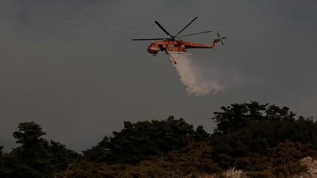 Συνεχίζεται η κατάσβεση από επίγειες και εναέριες πυροσβεστικές δυνάμεις στη Γορτυνία