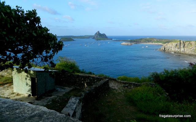 Baía de Santo Antônio vista do Forte dos Remédios, Fernando de Noronha