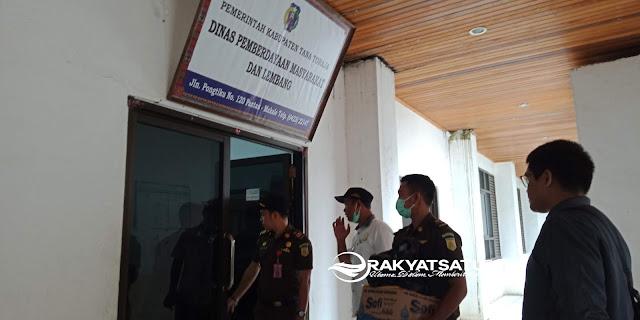 [Breaking News] Tim Penyidik Kejaksaan Sita Dokumen di Kantor Dinas BPML Tana Toraja