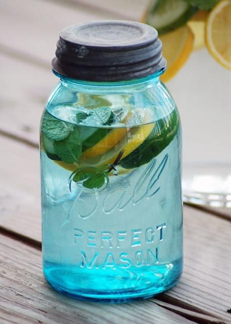 """Bật mí 10 loại nước giải độc cơ thể khiến phái nữ """"điên đảo"""""""