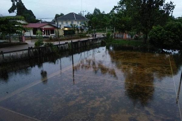 Lapangan volly Asrama seminari St Gabriel Sekadau terendam banjir